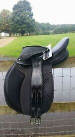 "Fouganza Romeo 17"" black leather saddle changeable gullet with matching girth"