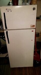 Woods apartment Refrigerator. Pick up only !