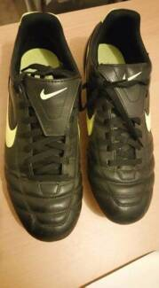 Soccer boots size 9.5