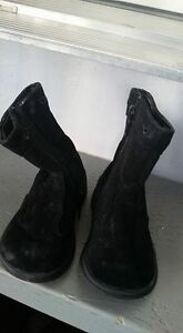 Size 6 toddler fashion boots $5 each Kitchener / Waterloo Kitchener Area image 1