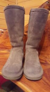 UGGS Kenly Boots, LIKE NEW, Size 7, Gray