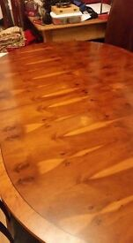 STUNNING DINING TABLE, EXTENDABLE, UNFORTUNATELY NO CHAIRS