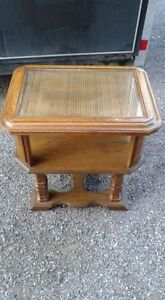 End table in excellent condition