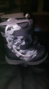 Size 9 Children's Boots BRAND NEW CONDITION London Ontario image 1