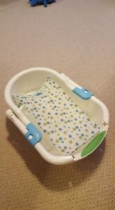 Summer Infant collapsible bath tub with insert