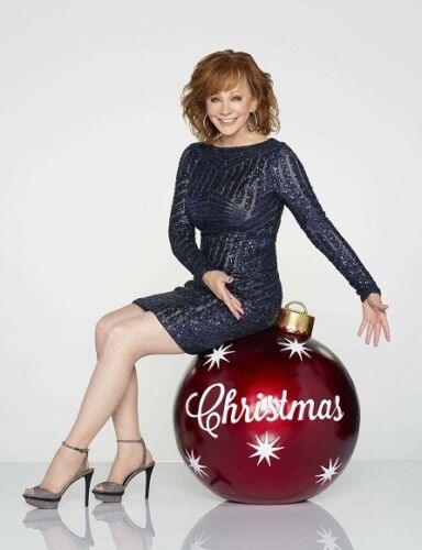 """Reba McEntire UNSIGNED 10"""" x 8"""" photograph - S3217 - CMA Country Christmas"""