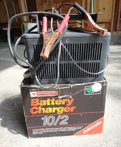 MOTOMASTER FULLY AUTOMATIC 10/2 AMP BATTERY CHARGER