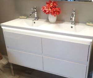 AMAZING BATHROOM VANITY ON SALE / FLOOR MODEL CABINETS