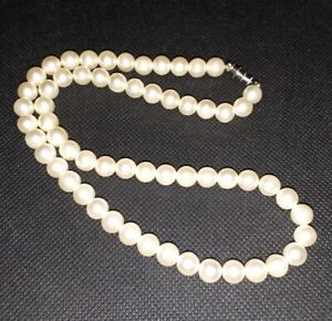 Vintage Beautiful Faux Pearl Necklace (Looks Real)