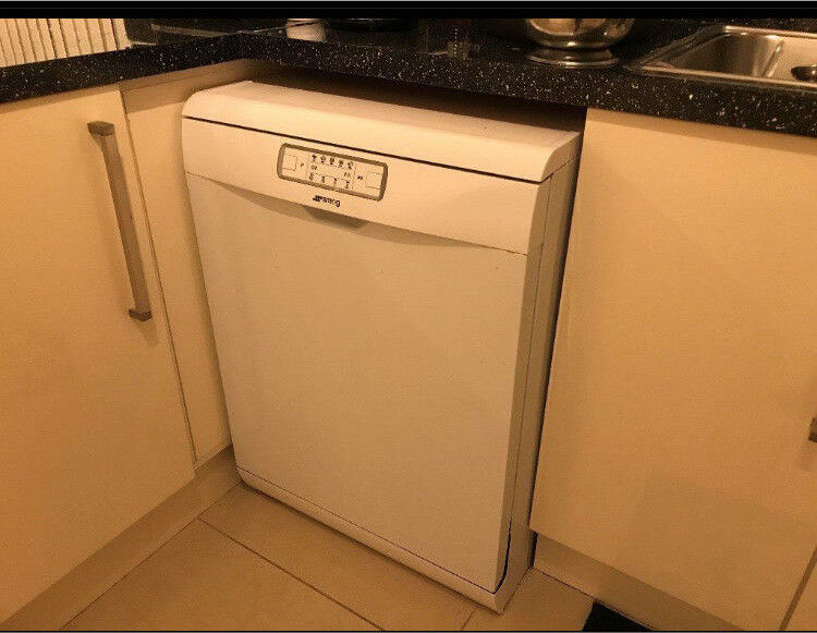 SMEG DISHWASHER BRAND NEW CONDITION - USED ONLY ONCE - ONO