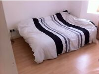 Double room with own bathroom available 11/09 for single person