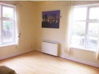 LARGE MODERNISED 1 BED FLAT - LE2 - PART FURNISHED - £495 PCM