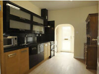 En-suite double large room to rent in St Thomas. All bills + WIFI included. Large garden/parking.
