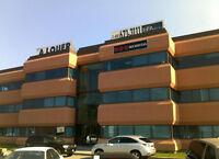 Espace de bureaux à louer en coin d'édifice, 2370 pi² à Laval
