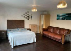 Large Room poplar E14 6ES