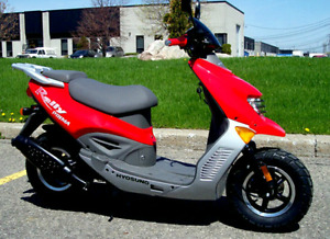 Hyosung red scooter 49cc first 750$ takes it