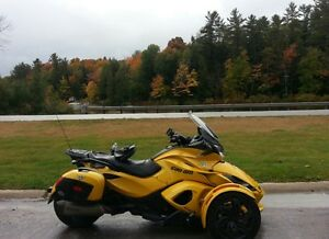 "2013 with 2014 panels  ST-S custom Can-Am Spyder ""Tweety"""