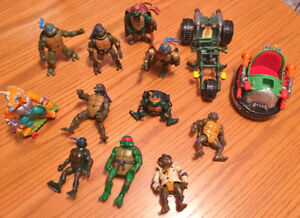 lot of TEENAGE MUTANT NINJA TURTLES  figures + vechicles