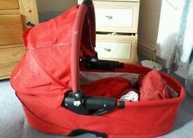 Rebel red quincy buzz carrycot