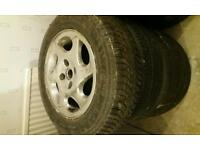 1 alloy and 3 steel wheels (195/65 R15)