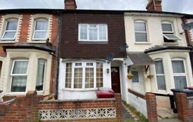 ***NO ADMIN FEES*** Three Bedroom House In West Reading £1100.00