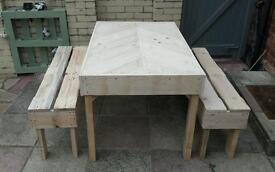 Pallet table + 2 benches
