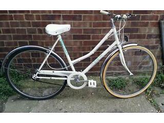 Flacon ladies Dutch town bike bicycle