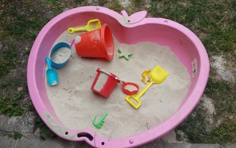 Kids sand pit in canning town london gumtree for Elc paddling pool