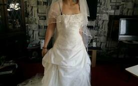 Stunning size 18 ivory wedding dress