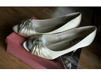 Ivory Wedding shoes Size 7 Brand new with tag