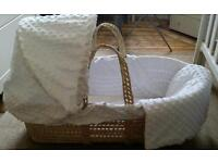 Clair de Lune Dimple effect Moses Basket with 2x fitted sheets