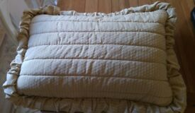 2 Bed covers and matching pillow covers