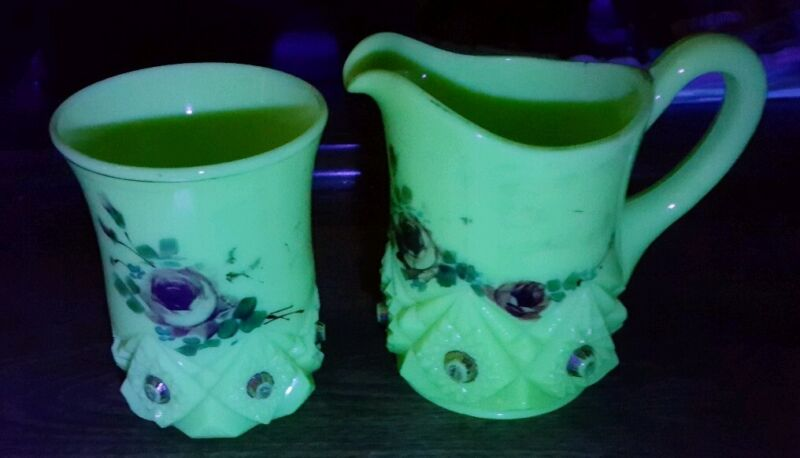 VINTAGE ANTIQUE EARLY 1900S CUSTARD CREAMER/PITCHER & CUP*GLOWS UNDER BLACK LITE