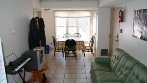 ATTN Students: 347 Spruce Affordable 2 and 5 Bedroom units! Kitchener / Waterloo Kitchener Area image 5