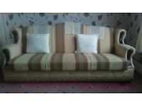 BED SETTEE | EXCELLENT CONDITION & CLEAN. ONLY £40.00! (ONO) 6FT, 3 SEATER. 2 BED SETTEES ON SALE.