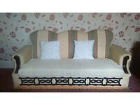 BED SETTE | EXCELLENT CONDITION. ONLY £40.00 ONO! 5.5FT. 3 SEATER. THERE ARE 2 BED SETTEES FOR SALE