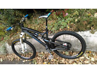 Santa Cruz Nomad Carbon Mountain Bike (medium)