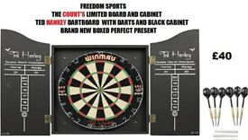 DARTBOARD BRAND NEW BOXED REDUCED TO CLEAR