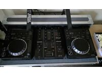 Pioneer CDJ 350 and DJM 350 + Flight Case. Only 6 months old
