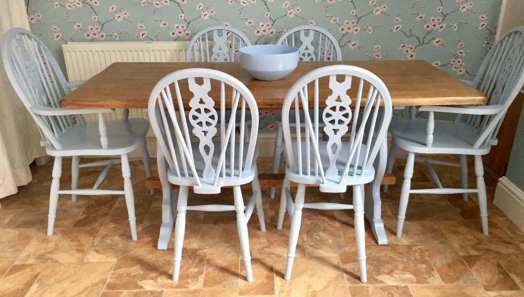 Solid Wood Table And 6 Chairs Hull