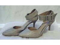 Ladies Silver Glitter Size 5 evening shoes