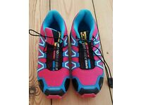 For sale is a pair of the brand new Salomon Speedcross 3 ladies trainers.