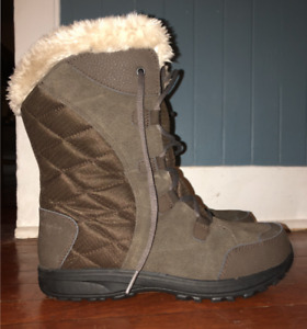 8.5 Women's Columbia Winter Boots