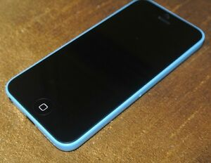 BLUE APPLE iPHONE 5C WITH CHARGER AND 16 GB MEMORY - ROGERS