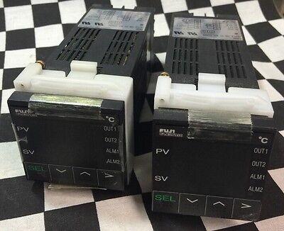 Lot Of 2 Fuji Electric Temperature Controller Pyx4mcy1-001rc Shipsameday1539g2