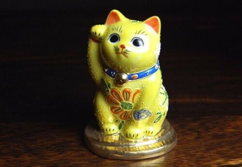 Maneki neko Japanese Kutani porcelain yaki lucky cat 8.5cm Excellent luck