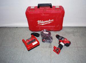 Milwaukee 2601-22 18-Volt Li-ion Compact Drill Kit