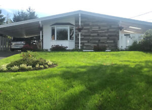 Beautiful Well-maintained 3 Bedroom Bungalow in Dartmouth