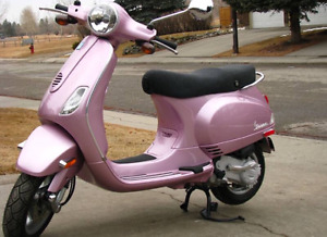 Nearly new 2011 Special Edition Metallic Pink Vespa LX50