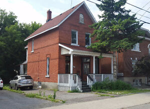 522 GLADSTONE - RETAIL OR OFFICE - MAIN FLOOR or WHOLE HOUSE!